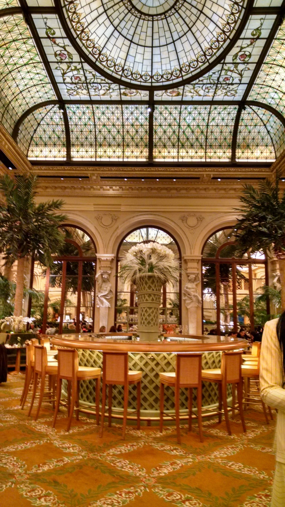 Beautiful and very expensive bar in The Palm Court