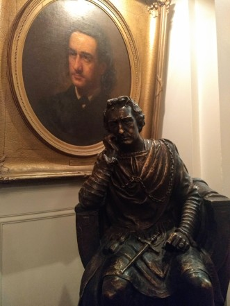 A bust of Edwin Booth in front of a portrait of Edwin Booth in The Players