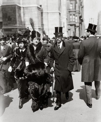 Cornelius Vanderbilt III, his wife Grace Graham Wilson Vanderbilt and their daughter Grace Vanderbilt on Fifth Avenue on Palm Sunday, 28 March 1915