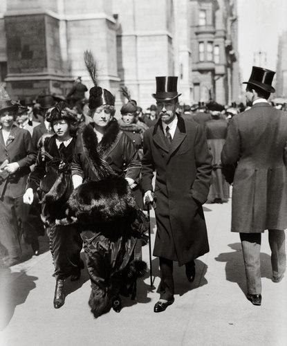 Cornelius Vanderbilt III, his wife Grace Graham Wilson Vanderbilt and their daughter Grace Vanderbilt on Fifth Avenue on Palm Sunday, 28 March 1915