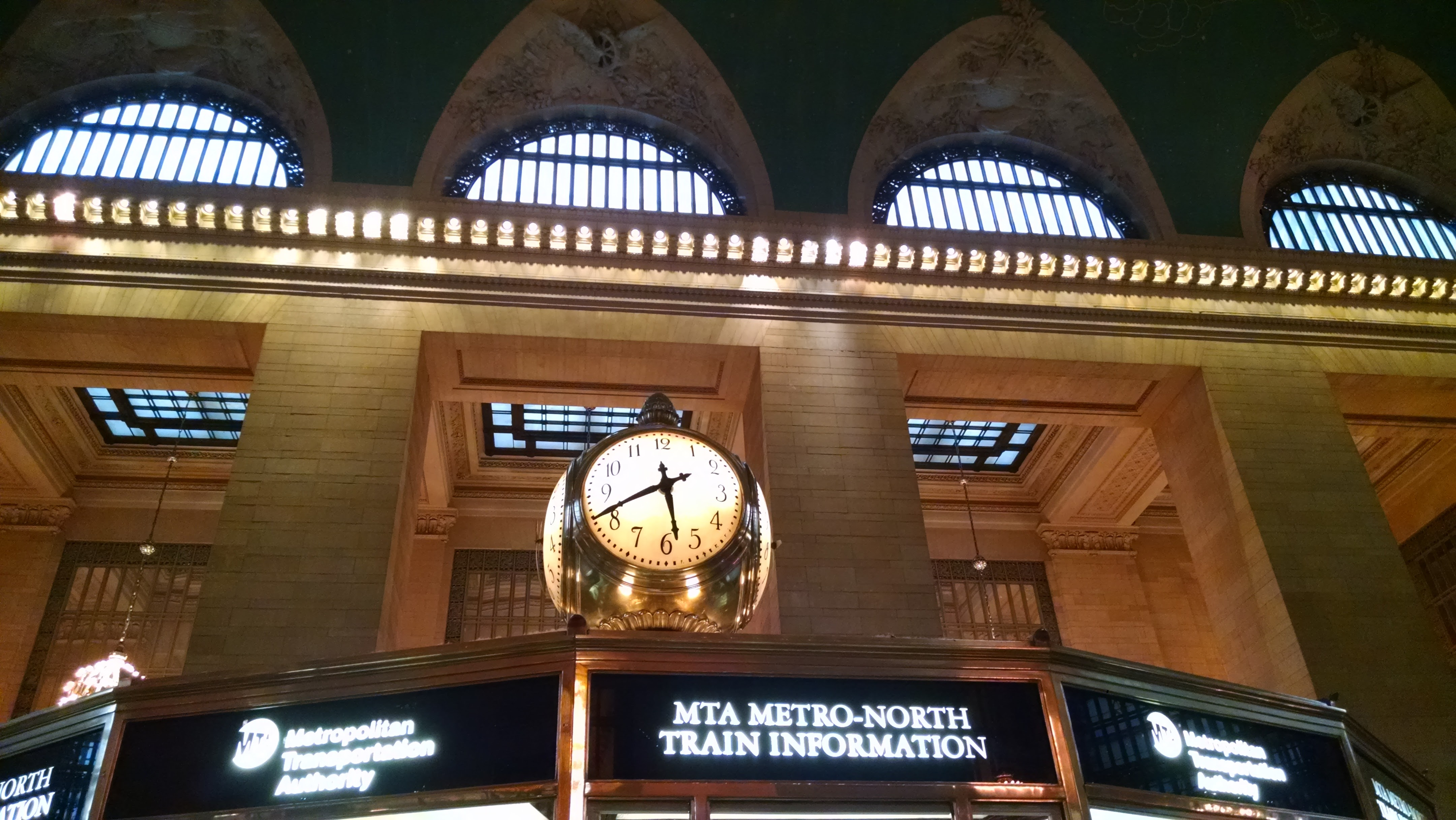 The clock over the information booth in Grand Central_20170509_174137015