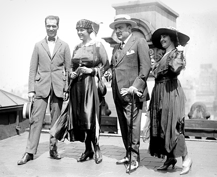 Caruso's_wedding_party_on_the_roof_of_the_Knickerbocker_Hotel_(New_York),_August_20,_1918._Left_to_right_Bruno_Zirato_(Caruso's_personal_assistant),_Dorothy_Caruso,_Enrico_Caruso,_Mrs._J._S._Keith