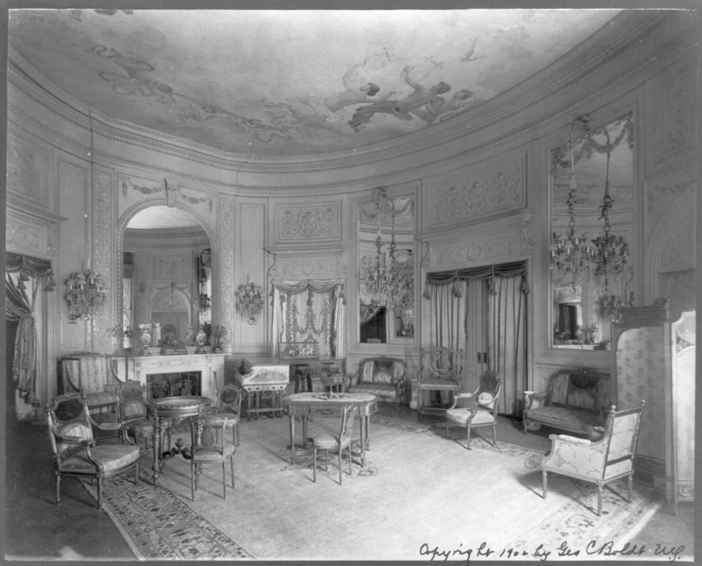 1269px-Waldorf-Astoria_Hotel,_New_York_-_interiors-_Marie_Antoinette_room_LCCN2007682414