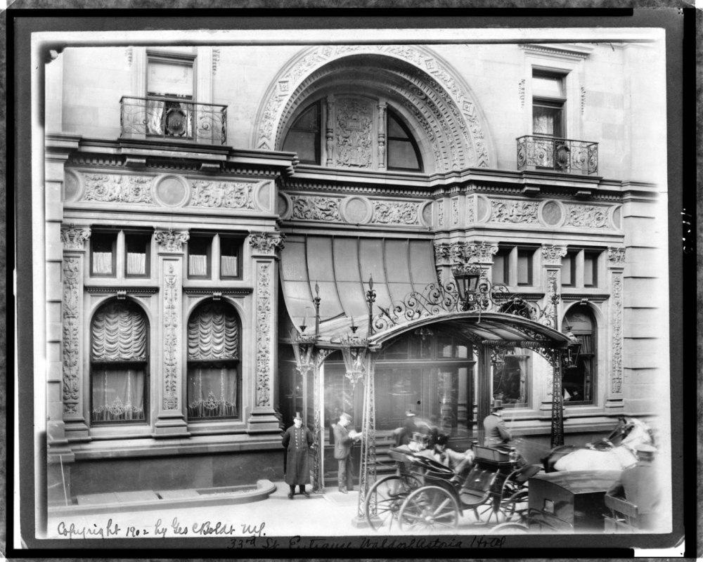 33rd_St._entrance_of_Waldorf_Astoria_hotel_LCCN97513247.tif