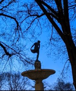Statue of Pomona at dusk, Pulitzer Fountain