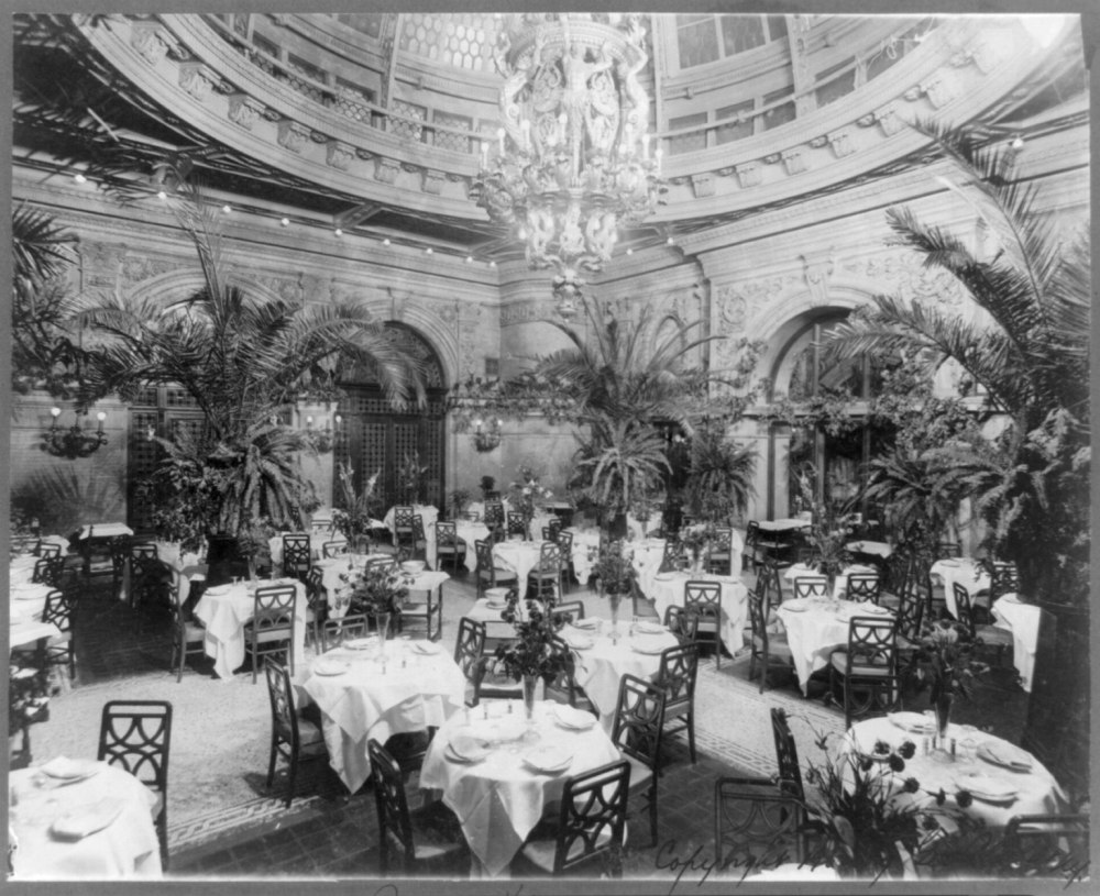Waldorf-Astoria_Hotel,_New_York_-_interiors-_Palm_garden_(dining_room)_LCCN2007682416