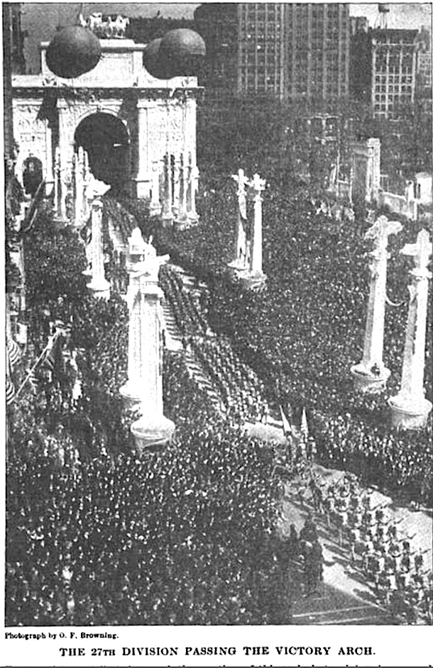 The crowd near the Victory Arch