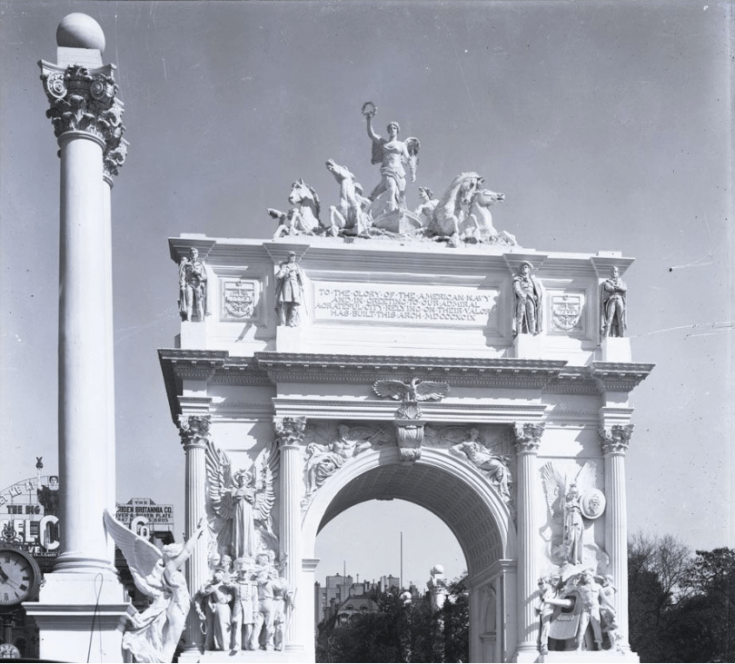 Dewey Memorial Arch, Fifth Avenue and 23rd Street, New York, 1899.