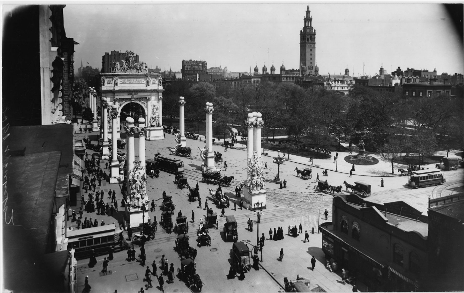 Dewey Arch at Madison Square on Fifth Avenue, viewed from the southwest, 1899.