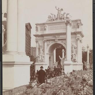 Photo taken after the triumphal parade of September 20, 1899 celebrating the victory in the Spanish-American War. Photo from the Byron Collection, Museum of the City of New York.