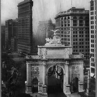 Victory Arch and Flatiron Bldg., c1919. Irving Underhill. Library of Congress Prints and Photographs Division